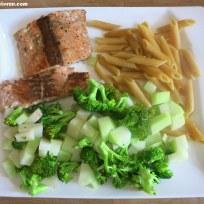 Lachs mit Kohlrabi-Broccoli und Penne