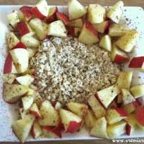 Sojamilch-Haferflocken mit Äpfeln, Vanille und Zimt