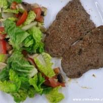 Rindersteak mit gemischtem Romana-Salat